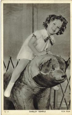 actress-SHIRLEY-TEMPLE-1930s-original-vintage-photo-postcard