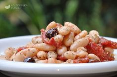 Cannellini, tomatoes and olives salad Easy Cooking, Cooking Recipes, Vegetarian Recipes, Healthy Recipes, Slow Food, Olive, Light Recipes, I Love Food, Food Inspiration