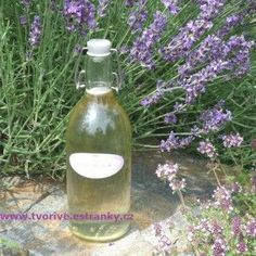 Levandulový sirup za studena - uchová všechy zdraví prospěšné látky Natural Medicine, Smoothies, Glass Vase, Food And Drink, Herbs, Homemade, Gardening, Drinks, Cooking