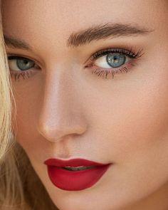 "Ilona Teunissen Fotografie on Instagram: ""ᴊᴀᴢᴢʟʏɴɴ * Up close * Model: @jazzlynnkoene MUAH: @sandrabierens_muah Retouch: @retouchcenter . . #zoomnl #portvision #portvisual…"" Woman Face, Album, Makeup, Sexy, Model, Instagram, Eyes, Make Up"