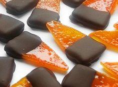 Kandírozott narancshéj recept (ÚJ!): Karácsonykor gyakran készítünk kandírozott gyümölcsöket, lekvárokat. Az egyik leggyakrabban készített ilyen édesség a kandírozott narancshéj csokoládéban kimártva. http://aprosef.hu/kandirozott_narancshej