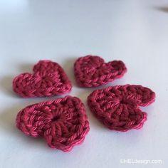 HEKLET HJERTE til Valentine´s Day kort – Gratis oppskrift Crochet Hooks, Free Pattern, Raspberry, Homemade, Heart, Day, Cards, How To Make, Crochet