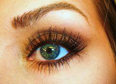 TiffanyD: Sofia Vergara's Golden Globe Simple Smoky Makeup Tutorial