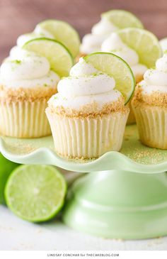 Key Lime Cupcakes - light, fluffy cupcakes full of key lime flavor! With lime juice and zest, topped with a tangy sweet lime frosting and graham cracker crumbs ***for Sarlacc cupcakes*** Brownie Desserts, Mini Desserts, Just Desserts, Delicious Desserts, Dessert Recipes, Key Lime Desserts, Moist Cupcake Recipes, Wedding Cupcake Recipes, Marshmallow Frosting Recipes