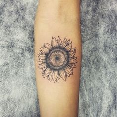 Girassol Sunflower ✨ #tattoo #tatuagem #ink #tattoos #art #sunflower #sunflowertattoo #tatuaje #tatouage #tatuaggio #ink #inked #flower #blackwork #tattooart #tattrx #tattoolife #tattooartist #tattoo2me #tattooedgirl #inkedup #inkedlife