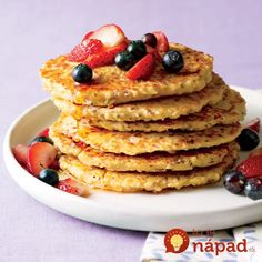 """""""Pancakes on a weekday before work or getting the kids off to school? No problem,"""" Food Network star Katie Lee says. Brunch Recipes, Breakfast Recipes, Oatmeal Pancakes, Banana Pancakes, Yogurt Pancakes, Oat Muffins, Protein Pancakes, Ways To Eat Healthy, Healthy Food"""
