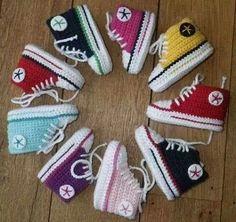 Baby Converse, Tenis Converse, Converse Shoes, Crochet Converse, Crochet Baby Booties, Hat Crochet, Free Crochet, Baby Knitting Patterns, Crochet Patterns