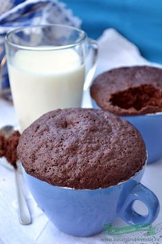 Muffins in Cana - Bucataresele Vesele Sweets Recipes, Desserts, Glass Of Milk, Muffins, Cupcakes, Yummy Food, Mugs, Breakfast, Drink