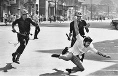 Protesto contra a ditadura no Rio, em 1964: a foto de Evandro Teixeira é uma das imagens mais reproduzidas do período - Por que os militares de hj não admitem os crimes cometidos pela ditadura