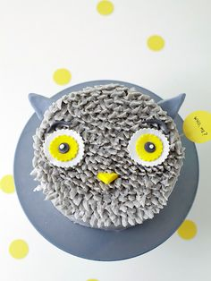DIY Gray Owl Cake Decorating Tutorial by Coco Cake Land for Handmade Charlotte Owl Cakes, Cupcake Cakes, Cute Cakes, Pretty Cakes, Bolo Diy, Hallowen Food, Lamb Cake, Cake Land, Cake Blog