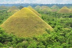 Chocolate Hills of Bohol, Philippines. These chocolate hills are earth mounds spread all over the town of Carmen, Bohol. It is an amazing site and considered one of the most treasured natural parks in the country. Chocolate Hills, Mound Builders, Floating Restaurant, Visayas, Ancient Aliens, Day Tours, Places Around The World, Natural Wonders, Planet Earth