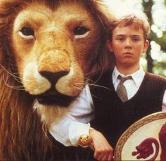 Aslan and Peter (Richard Dempsey) in C. Lewis' stories of Narnia - The Lion, the Witch, and The Wardrobe (BBCTV). Cair Paravel, Beloved Film, Chronicles Of Narnia, Cs Lewis, Moving Pictures, The Hobbit, My Childhood, Bbc, Fangirl