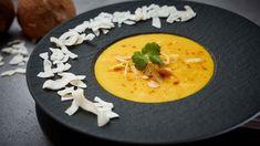 Kokos Curry Suppe mit Kukumareis Johanna Maier, Thai Red Curry, Panna Cotta, Ethnic Recipes, Food, Curry Soup, Coconut Curry, Lemon Grass, Cilantro
