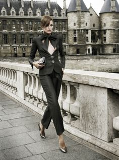 In Armani Prive - have parisienne style Parisienne Chic, Womens Fashion For Work, Work Fashion, Fashion Outfits, Style Fashion, Armani Prive, Business Chic, Business Women, Smoking Tuxedo