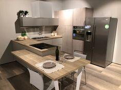 Cucina Lube Mod. Clover Kitchen Room Design, Kitchen Cabinet Design, Kitchen Layout, Interior Design Living Room, Modern Kitchen Cabinets, Kitchen Tiles, Shabby Chic Kitchen Decor, Kitchen Island Table, Mini Kitchen