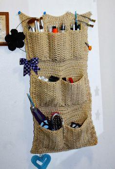 {20} {Crochet Free Pattern} Wall Organizer | Rainbows and Sunshine