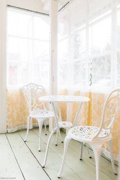Ainutlaatuinen koti vanhassa hirsitalossa Interior Design, Chair, Furniture, Home Decor, Nest Design, Decoration Home, Home Interior Design, Room Decor, Interior Designing