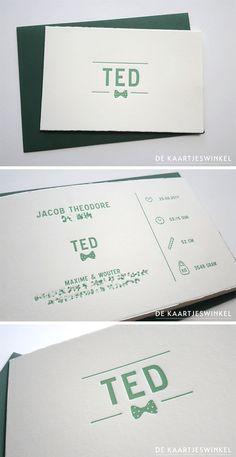 Letterpress geboortekaartje jongen – Ted © dekaartjeswinkel.nl  Een super mooi kaartje voor Ted. Nu al een echt meneertje met strikje. Gedrukt in een vintage kleur groen.  #letterpress #geboortekaartje #vintagegroen #jongen #baby #birthannouncement #oudhollands #babyboy