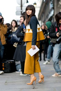 The Best Street Style Snaps From Paris Fashion Week : Miroslava Duma street style during Paris Fashion Week: classic suede heels with a matching cropped trouser and geometric jacket Fashion Week Paris, Winter Fashion, Spring Fashion, Fashion Moda, Look Fashion, Fashion Trends, Petite Fashion, Trendy Fashion, Fashion 2018