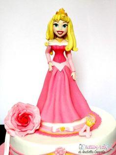 Sleeping beauty cake, princess aurora, bella addormentata, disney princess, principessa, fondant figure, isabella coppola, pasta di zucchero