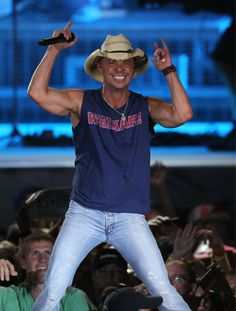 Twitter / Patriots: .@kennychesney taking the stage.......