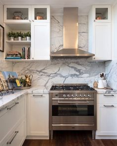 This Statuario marble splashback and benchtop is amazing. Statuario Marble, Stone Kitchen, Splashback, Backsplash, Natural Stones, Kitchens, Kitchen Cabinets, Interior Designing, Amazing