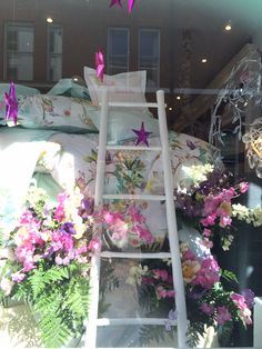 Getting ready for the Chelsea Flower Show at ‪#‎YvesDelorme‬, 1 Ellis Street with our Princess and the Pea window !   Vote for us tomorrow :  http://www.chelseainbloom.co.uk/gallery-voting#9 ‪#‎ChelseaFlowerShow‬ ‪#‎Chelsea‬ ‪#‎Flowers‬ ‪#‎SloaneStreet‬ ‪#‎RHSChelsea‬ ‪#‎SloaneSquare‬ ‪#‎Knightsbridge‬ ‪#‎London‬ ‪#‎Kensington‬ ‪#‎ChelseaInBloom‬ ‪#‎Cadogan‬ ‪#‎popupflowers‬ ‪#‎competition‬ ‪#‎rhs‬ #chelseaflowershow ‪#‎PrincessAndThePea‬