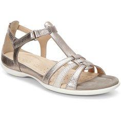 a8550dbb31fa A light and feminine sandal with a rich