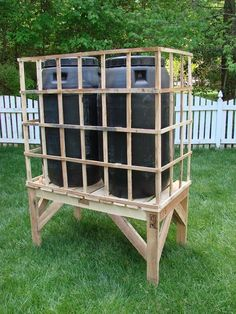 Recycled Pallet Rain Barrel Stand DIY Project The Homestead Survival - Modern Rain Barrel Stand Diy, Rain Barrel System, Water Collection System, Water From Air, Water Water, Rainwater Harvesting System, How To Waterproof Wood, Lawn Sprinklers, Recycled Pallets