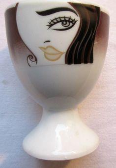 Coquetier vintage, porcelaine de Limoges, peint de 3 visages de femme stylisés