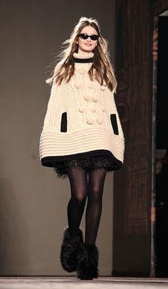 Mantella in lana e abito corto