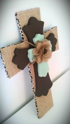 Burlap Cross with Brown and Seafoam Green by MadeWithLoveByLori. , via Etsy… Would be nice for cemetery. Wooden Crosses, Crosses Decor, Wall Crosses, Mosaic Crosses, Decorative Crosses, Burlap Projects, Diy Projects To Try, Craft Projects, Craft Ideas