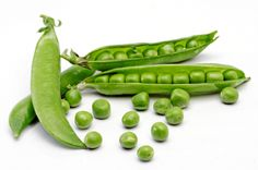 Find out how many Shelled Pea Pods are in a Pound. Need a cup of shelled peas? This will help you determine how many pea pods to purchase at the store. Homemade Facial Mask, Homemade Facials, Homemade Baby, Homemade Masks, Different Vegetables, Fruits And Veggies, Benefits Of Peas, Health Benefits, Yummy Spoonfuls