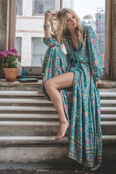 Check out these 22 boho outfits you can rock all summer! The boho trend has made a HUGE comeback this summer so don't get left behind! Boho Outfits, Cute Outfits, Fashion Outfits, Womens Fashion, Fashion Ideas, Dress Fashion, Fashion Trends, Fashion Tips, Gypsy Style