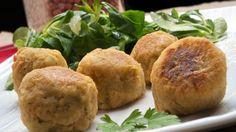 Bolitas de garbanzos o falafel con ensalada de canónigos