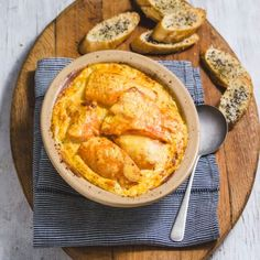 Cheesy dinner recipe for Haddock Gratin with Cauliflower. Simple, low carb and delish! Baked Haddock, Haddock Recipes, Easter Brunch, Fish And Seafood, Recipe Of The Day, Delish, Dinner Recipes, Healthy Recipes, Gratin