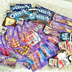 I just want so much chocolate Milka, Oreo, Ritter spot, kinder, nutella Chocolate Chip Cookies, Chocolate Milka, Dairy Milk Chocolate, I Love Chocolate, Chocolate Truffles, Chocolate Lovers, Chocolate Desserts, Chocolate Tumblr, Chocolate Quotes