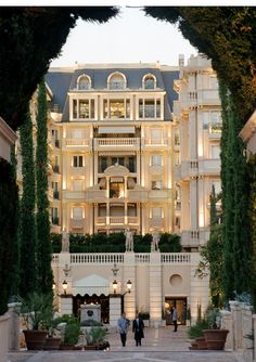 An incredible site for learning everything about luxury hotels and the French art of welcoming on this site: http://www.laurentdelporte.com/en/ Hotel Metropole Monte Carlo; Monaco