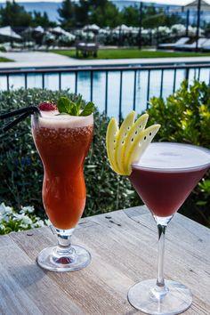Cocktails au bar de la piscine