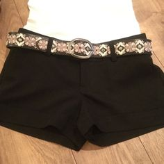 ARDEN B SHORTS ARDEN B DRESS SHORTS, very good condition. Front slash pockets and back button pockets. Low rise. Super cute shorts🌸🌺🎀 Arden B Shorts