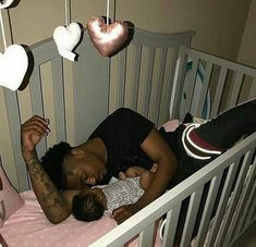 baby and daddy Im out here single asf thas crazyyyy aint been this single in a long time Cute Mixed Babies, Cute Black Babies, Cute Babies, Black Baby Boys, Father And Baby, Dad Baby, Baby Love, Cute Family, Baby Family
