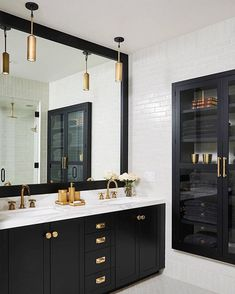 Bathroom Decor black and white 34 The Best Black And White Bathroom Decorating Ideas - To be honest, the bathroom is one room that many home owners pay very little attention to with regards to design and decor. This room is used for very. Interior Door Trim, Painted Interior Doors, Interior Paint, Black Interior Doors, Black And White Interior, Bad Inspiration, Bathroom Inspiration, Interior Inspiration, Bathroom Interior Design