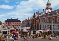 Kristiansand Torv på 1970-tallet med Rådhuset og Brannstasjon.