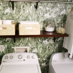 room diy videos Every space, even a cramped laundry room, can be efficient and chic. Find out how to transform your own laundry room in this DIY video. Laundry Room Organization, Laundry Room Design, Laundry Rooms, Mud Rooms, Home Remodeling Diy, Diy Videos, Hacks Videos, Küchen Design, Diy Kitchen