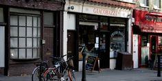 {   Hampstead es un barrio precioso de  Londres. Aquí está Giacobazzi's que una tienda de delicatessen italiana   }   #Hampstead #Giacobazzi's #delicatessen