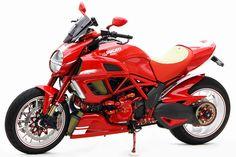 Racing Cafè: Ducati Diavel DVC #5 by Moto Corse