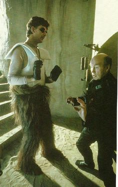 Peter Mayhew (Chewbacca) on-set in half-costume, filming Star Wars VI Star Wars I, Original Star Wars Movie, Peter Mayhew, Blue Harvest, Lost In Space, The Empire Strikes Back, Love Stars, Geek Out, Chewbacca