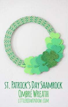 St. Patrick's Day Shamrock Ombre Wreath  |  littleredwindow.com
