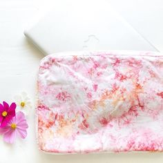 Some of our office favorites are this marble dyed laptop case from Ghana. :@marisavitalephoto