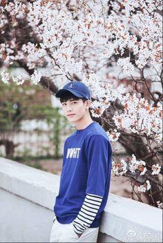 Korean Street Fashion, Asian Fashion, Portrait Inspiration, Style Inspiration, Song Wei Long, Chinese Boy, Ulzzang Boy, Korean Model, Hot Boys